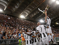 Calcio, finale Tim Cup: Milan vs Juventus. Roma, stadio Olimpico, 21 maggio 2016.<br /> Juventus' Leonardo Bonucci, right, and his teamates show the trophy to fans at the end of the Italian Cup final football match between AC Milan and Juventus at Rome's Olympic stadium, 21 May 2016. Juventus won 1-0 in the extra time.<br /> UPDATE IMAGES PRESS/Isabella Bonotto