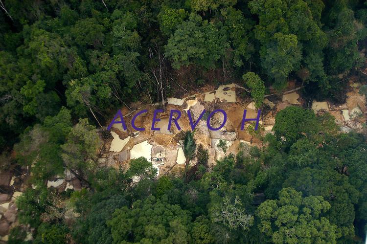 Garimpo do Juma,  descoberto em Novo Aripuanã, no sul do Amazonas,  igarapé da Preciosa, um afluente do rio Juma (a 70 km da cidade de ApuÌ) vai crescendo com dezenas de buracos abertos sob a selva.<br /> Novo Aripuanã, Amazonas, Brasil<br /> 31/01/2007<br /> Foto Paulo Santos/