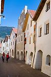 Italy, South Tyrol (Trentino - Alto Adige), Val Venosta, Glurns (Italian: Glorenza): the only town in Val Venosta, lane Laubengasse | Italien, Suedtirol (Trentino - Alto Adige), Vinschgau, Glurns: die einzige Stadt im Vinschgau, die Laubengasse