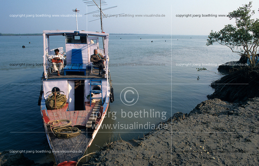 INDIA West Bengal, boat in Sundarbans the delta of river Ganges / Indien, Westbengalen, Boot im Flussdelta des Ganges, Sunderbans