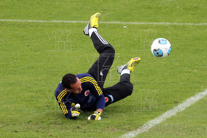 BOGOTA - COLOMBIA--31-05 -2013  .David Ospina.Última práctica de la selección Colombia de fútbol de mayores antes de su viaje a Buenos Aires para su  enfrentamiento con Argentina en el estadio El Campin  . (Foto: VizzorImage / Felipe Caicedo / Staff).. Last practice of selecting higher Colombia football before his trip to Buenos Aires for his clash with Argentina at El Campin<br /> VizzorImage / Felipe Caicedo / Staff