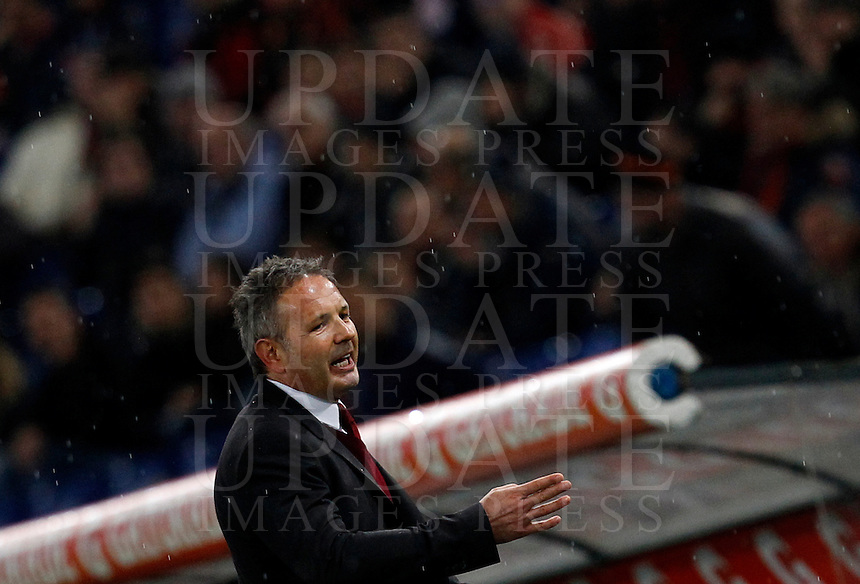 Calcio, Serie A: Roma vs Milan. Roma, stadio Olimpico, 9 gennaio 2016.<br /> AC Milan's coach Sinisa Mihajlovic leaves the pitch after receiving a red card by the referee during the Italian Serie A football match between Roma and Milan at Rome's Olympic stadium, 9 January 2016.<br /> UPDATE IMAGES PRESS/Riccardo De Luca