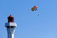 Europe/France/Provence-Alpes-Côte d'Azur/06/Alpes-Maritimes/Cannes: Parachute ascensonnel dans la baie de Cannes