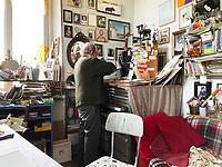Alberto Casiraghy, Autore di raccolte di racconti, poesie e aforismi, ha fondato nel 1982 la casa editrice Pulcinoelefante. Prossima Mostra a Milano,  una mostra di pannelli e giochi triangolari. Osnago, 27 aprile 2021. Photo by Leonardo Cendamo/Getty Images