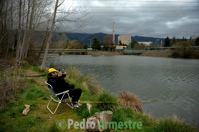 SPAIN-Santa Maria de Garoña. A men is fishing in front of the Santa Maria de Garona nuclear plant, northern Spain, on March 27, 2011. The nuclear reactor Garona (Burgos) entered service in 1971 and operates with the same technology as the Fukushima 1, the Japanese reactor. Pedro ARMESTRE.