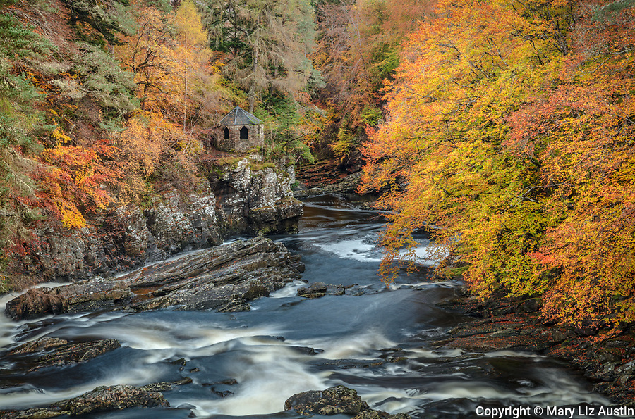 Western Highlands, Scotland: Autumn forest and lookout hut on the River Moriston in the town of Invermoriston.