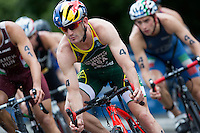 31 MAY 2015 - LONDON, GBR - Richard Murray (RSA) (centre) from South Africa chases the lead pack during the elite men's 2015 ITU World Triathlon Series round in Hyde Park, London, Great Britain (PHOTO COPYRIGHT © 2015 NIGEL FARROW, ALL RIGHTS RESERVED)