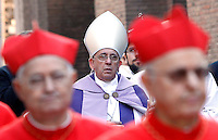 Papa Francesco guida la processione dalla chiesa di Sant'Anselmo all'Aventino alla Basilica di Santa Sabina in occasione del Mercoledi' delle Ceneri, per l'inizio della Quaresima, a Roma, 18 febbraio 2015.<br /> Pope Francis leads the procession from the church of St. Anselmo all'Aventino to St. Sabina's Basilica on the occasion of the Ash Wednesday marking the beginning of the Lent leading up to Easter, in Rome, 18 February 2015.<br /> UPDATE IMAGES PRESS/Riccardo De Luca<br /> <br /> STRICTLY ONLY FOR EDITORIAL USE