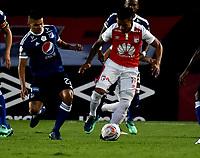 BOGOTÁ - COLOMBIA, 06-05-2018: Wilson Morelo (Der.) jugador de Independiente Santa Fe, disputa el balón con Jhon Duque (Izq.) jugador de Millonarios, durante partido de la fecha 19 entre Independiente Santa Fe y Millonarios, por la Liga Aguila I 2018, en el estadio Nemesio Camacho El Campin de la ciudad de Bogota. / Wilson Morelo (R) player of Independiente Santa Fe struggles for the ball with Jhon Duque (L) player of Millonarios, during a match of the 19th date between Independiente Santa Fe and Millonarios, for the Liga Aguila I 2018 at the Nemesio Camacho El Campin Stadium in Bogota city, Photo: VizzorImage / Luis Ramírez / Staff.