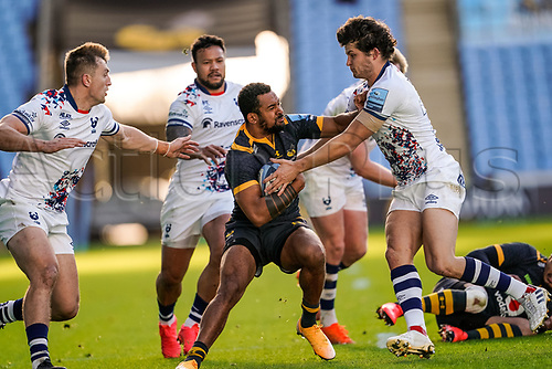 22nd November 2020; Ricoh Arena, Coventry, West Midlands, England; English Premiership Rugby, Wasps versus Bristol Bears; Zach Kibirige of Wasps fends off Piers O'Conor of Bristol
