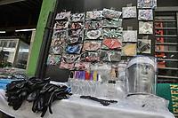 CALI - COLOMBIA, 01-06-2020: Reactivación del comercio con protocolos de bioseguridad en Cali durante el día 69 de la cuarentena total obligatoria en el territorio colombiano causada por la pandemia  del Coronavirus, COVID-19. / Reactivation of trade with biosafety protocols in the center of the city of Cali during the day 69 of mandatory total quarantine in Colombian territory caused by the Coronavirus pandemic, COVID-19. Photo: VizzorImage / Gabriel Aponte / Staff
