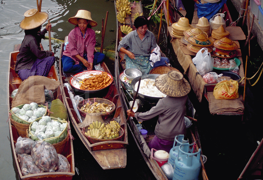 Vendors selling goods from boats in the canals, Damnoen Saduak Floating Market, Thailand