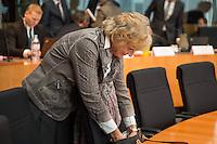 74. Sitzungs des NSA-Untersuchungsausschuss des Deutschen Bundestages am Donnerstag den 26. November 2015.<br /> Als Zeugin war Frau Renate Leistner-Rocca, Leitende Regieriungsdirektorin, Gruppenleiterin fuer das Forschungszentrum Migration, Integration und Asyl beim Bundesamt fuer Migration und Fluechtlinge geladen.<br /> Im Bild: Die Zeugin Frau Renate Leistner-Rocca.<br /> 26.11.2015, Berlin<br /> Copyright: Christian-Ditsch.de<br /> [Inhaltsveraendernde Manipulation des Fotos nur nach ausdruecklicher Genehmigung des Fotografen. Vereinbarungen ueber Abtretung von Persoenlichkeitsrechten/Model Release der abgebildeten Person/Personen liegen nicht vor. NO MODEL RELEASE! Nur fuer Redaktionelle Zwecke. Don't publish without copyright Christian-Ditsch.de, Veroeffentlichung nur mit Fotografennennung, sowie gegen Honorar, MwSt. und Beleg. Konto: I N G - D i B a, IBAN DE58500105175400192269, BIC INGDDEFFXXX, Kontakt: post@christian-ditsch.de<br /> Bei der Bearbeitung der Dateiinformationen darf die Urheberkennzeichnung in den EXIF- und  IPTC-Daten nicht entfernt werden, diese sind in digitalen Medien nach §95c UrhG rechtlich geschuetzt. Der Urhebervermerk wird gemaess §13 UrhG verlangt.]