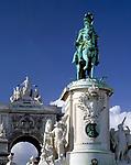 Portugal, Lissabon: Praça do Comércio: Arco da Rua Augusta und Reiterstandbild | Portugal, Lisbon: Praça do Comércio: Arco da Rua Augusta + equestrian statue