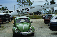 BRAZIL, Sorocaba, Windmill producer Wobben Windpower a company of german Enercon Group, production of rotor blades and wind turbines, employees in VW beetle / BRASILIEN, Sorocaba, Produktion fuer Windkraftanlagen bei Wobben Windpower, eine Firma der deutschen Enercon Gruppe in Sorocaba, Arbeiter im VW Volkswagen Käfer