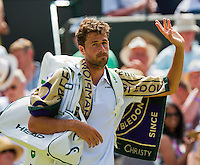 England, London, Juli 02, 2015, Tennis, Wimbledon, Robin Haase (NED) waves to the crowd when he is walking of the court<br /> Photo: Tennisimages/Henk Koster