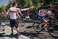 Adam Yates (GBR/Mitchelton-Scott) handed a musette in the feedzone<br /> <br /> MEN ELITE ROAD RACE<br /> Kufstein to Innsbruck: 258.5 km<br /> <br /> UCI 2018 Road World Championships<br /> Innsbruck - Tirol / Austria