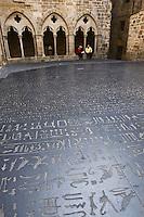 Europe/France/Midi-Pyrénées/46/Lot/Figeac: La Place des écritures - reproduction de la Pierre de Rosette par Joseph Kossuth