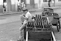 - Nicaragua, a young street vendor in the city of Matagalpa (January 1988)<br /> <br /> - Nicaragua, giovane venditore ambulante nella città di Matagalpa (Gennaio 1988)