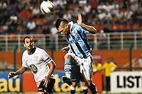 ATENÇÃO EDITOR: FOTO EMBARGADA PARA VEÍCULOS INTERNACIONAIS SÃO PAULO,SP,08 SETEMBRO 2012 - CAMPEONATO BRASILEIRO - CORINTHIANS x GREMIO -Para  jogador do Gremio durante partida Corinthians x Gremio válido pela 23º rodada do Campeonato Brasileiro no Estádio Paulo Machado de Carvalho (Pacaembu), na região oeste da capital paulista na noite deste sabado (08).(FOTO: ALE VIANNA -BRAZIL PHOTO PRESS)