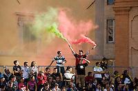 Italien, Umbrien, Zuschauer bei Musikfest in Montefalco