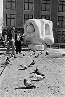 Un homme nourrit des pigeons a la Place Pasteur.<br /> <br /> On reconnait en arriere-plan la sculpture LE MALHEUREUX MAGNIFIQUE<br /> , de Pierre Yves ANGERS,<br /> mars 1973 (date exacte inconnue)<br /> <br /> PHOTO  : Agence Quebec Presse - Alain Renaud