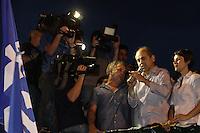 ATENCAO EDITOR FOTO EMBARGADA PARA VEICULO INTERNACIONAL <br /> CURITIBA, PR, 28 DE OUTUBRO DE 2012 – GUSTOVO FRUET – Gustavo Fruet (PDT) foi eleito prefeito de Curitiba com mais de 60% dos votos. O novo prefeito chegou no TRE-PR acompanhado da esposa e dos ministros Gleisi Hoffmann e Paulo Bernardo. Na foto o novo prefeito curitibano durante seu discurso da vitória em frente ao TRE.(FOTO: ROBERTO DZIURA JR./ BRAZIL PHOTO PRESS)