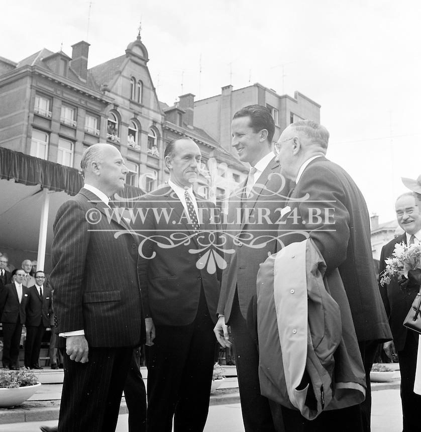 Juni 1969. Opening tunnel.  31 mei 1969. Feestelijke opening van de Kennedytunnel in Antwerpen.  Koning Boudewijn en Koningin Fabiola met oa Gaston Eyskens.