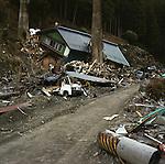 On March 11, 2011, earthquake of magnitude 9.0 and devastating tsunami hit the Tohoku area, killing more than 15,000 people and missing more than 5,000 people.<br /> Houses, cars, telephone pole were destroyed by tsunami in Unosumai district in Kamaishi, Iwate.<br /> <br /> Le 11 mars 2011, un séisme de magnitude 9,0 et un tsunami dévastateur ont frappé la région de Tohoku, faisant plus de 15 000 morts et plus de 5 000 disparus.<br /> Des maisons, des voitures et des poteaux téléphoniques ont été détruits par le tsunami dans le district d'Unosumai à Kamaishi, dans l'État d'Iwate.