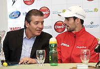 BOGOTA COLOMBIA-31-10-2013: Jahn Fontalvo (izq.) Gerente de Producciones Grand Slam, dialoga con Santiago Giraldo (Der.) tenista colombiano durante rueda de prensa en el Club El Comercio de Bogota, octubre 21 de 2013. Giraldo forma parte de los jugadores que estará en el Seguros Bolivar Open de tenis, que se realizara en las canchas del Club Campestre El Rancho del 2 al 10 de noviembre de 2013. (Foto: VizzorImage Luis Ramirez / Staff.) Jahn Fontalvo (L) manager of Producciones Grand Slam, speaks with Santiago Giraldo (R) Colombian tennis player during a news conference in Club El Comercio de Bogota, October 21, 2013.Giraldo is part of players that will be in the Seguros Bolivar Open Tennis Championships, to be held in the courts of the Club Campestre El Rancho from 2 to November 10, 2013. (Photo: VizzorImage Luis Ramirez / Staff.)