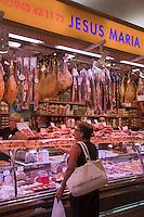 Europe/Espagne/Guipuscoa/Pays Basque/Saint-Sébastien: Le marché de La Bretxa se trouve dans le vieux quartier de Saint Sébastien _ Etal d'un charcutier
