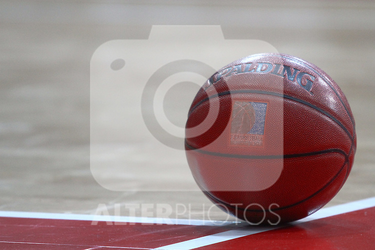 25.09.2010, Olympia Eisstadion, Muenchen, GER, ProA Basketball, FC Bayern Muenchen vs USC Heidelberg, im Bild Spalding Ball , Foto © nph / Straubmeier