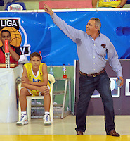 BUCARAMANGA -COLOMBIA, 23-03-2013.  Entrenador de Búcaros Freskaleche gesticula en  partido de la décima séptima fecha de la Liga DirecTV de baloncesto profesional colombiano disputado en la ciudad de Bucaramanga./ Coach of Bucaros Freskaleche gestures in game of the seventeenth date of the DirecTV League of professional Basketball of Colombia at Bucaramanga city. Photos: VizzorImage/Jaime Moreno/STR