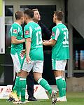 17.10.2020, Schwarzwald Stadion, Freiburg, GER, 1.FBL, SC Freiburg vs SV Werder Bremen<br /><br />im Bild / picture shows<br />Trainer Florian Kohfeldt (Bremen) diskutiert mit Maximilian Eggestein (Bremen)<br /><br />Foto © nordphoto / Bratic<br /><br />DFL REGULATIONS PROHIBIT ANY USE OF PHOTOGRAPHS AS IMAGE SEQUENCES AND/OR QUASI-VIDEO.