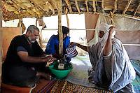 BURKINA FASO Djibo , malische Fluechtlinge, vorwiegend Tuaregs, im Fluechtlingslager Mentao des UN Hilfswerks UNHCR, sie sind vor dem Krieg und islamistischem Terror aus ihrer Heimat in Nordmali geflohen, links MOHAMED AG MOHAMED EL MAOLAOUD /<br /> BURKINA FASO Djibo, malian refugees, mostly Touaregs, in refugee camp Mentao of UNHCR, they fled due to war and islamist terror in Northern Mali