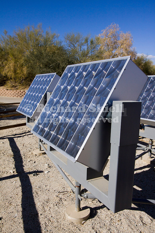 TRACKING SOLAR CELL ARRAY