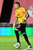 CALI - COLOMBIA, 18-02-2021: Leandro Castellanos arquero del Santa Fe en acción durante partido por la fecha 7 como parte de la Liga BetPlay DIMAYOR 2021 entre América de Cali e Independiente Santa Fe jugado en el estadio Pascual Guerrero de la ciudad de Cali. / Leandro Castellanos goalkeeper of Santa Fe in action during match for the date 7 as part of BetPlay DIMAYOR League 2021 between America de Cali and Independiente Santa Fe played at Pascual Guerrero stadium in Cali city. Photos: VizzorImage / Nelson Rios / Cont.