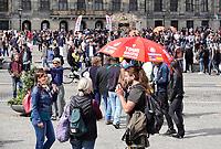 Nederland Amsterdam 2016. De Dam. Gratis tour voor toeristen.  Foto Berlinda van Dam / Hollandse Hoogte