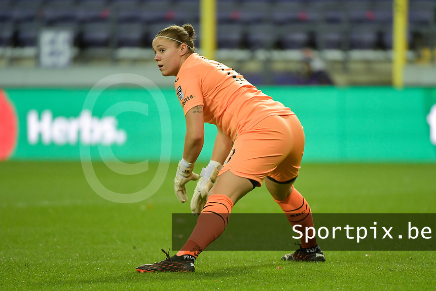 Anderlecht's goalkeeper Justine Odeurs  pictured during a female soccer game between RSC Anderlecht Dames and Portugese Benfica Ladies  in the second qualifying round for the Uefa Womens Champions League of the 2020 - 2021 season , Wednesday 18 th of November 2020  in ANDERLECHT , Belgium . PHOTO SPORTPIX.BE | SPP | DIRK VUYLSTEKE