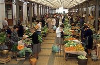 Europe/Portugal/Coimbra : Marchandes de légumes sur le marché