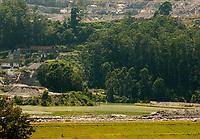 SÃO PAULO, SP, 02.02.2012:  Barragens de mineração em São Paulo  : Vista da barragem de empresa de mineração de argila e granito no bairro de Perus região noroeste da cidade de São Paulo neste sabádo (02). No bairro estão localizadas duas das sessenta e seis barragens do estado de São Paulo, que serão vistoriadas pela ANM Agência Nacional de Mineração . (Foto: Roberto Costa /Código19).