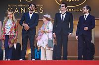 Agnes Varda, JR et Matthieu Chedid en haut des Marches pour la projection de leur film Hors Competition, VISAGES, VILLAGES, lors du soixante-dixième (70ème) Festival du Film à Cannes, Palais des Festivals et des Congres, Cannes, Sud de la France, vendredi 19 mai 2017. Philippe FARJON / VISUAL Press Agency