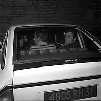 """Double crime d'Ondes. Les assassins keller et Horneich <br /> <br /> """"+ M. Dalas chef du SRPJ"""" 4 octobre 1972. Plan rapproché de l'arrière de la voiture transportant Joseph Keller, à travers la vitre on voit le suspect de dos entouré de des policiers chargés de l'enquête. Cliché pris le lendemain de l'arrestation des deux suspects Joseph Keller et Marcellin Horneich dans l'affaire du double meurtre d'Ondes. Observation: Dans la nuit du 29 au 30 août 1972, un couple de touristes anglais autostoppeurs, est assassiné à Ondes (José Clive Latter 23 ans et Joy Joffe 20 ans). Un mois après, les auteurs du crime sont interpelés : ils s'agit de Marcellin Horneich et son neveu Joseph Keller. Ils avouent leur crime le 4 octobre 1972. Après 4 ans d'instruction, ils sont condamnés à mort le 25 juin 1976 par la Cour d'Assises de la Haute-Garonne. Le 8 janvier 1977, ils sont tous les deux graciés par le Président Valéry Giscard d'Estaing."""