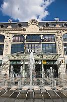 Europe/France/Languedoc-Roussillon/66/Pyrénées-Orientales/Perpignan: façade sud  du magasin:Aux Dames de France- Place de Catalogne