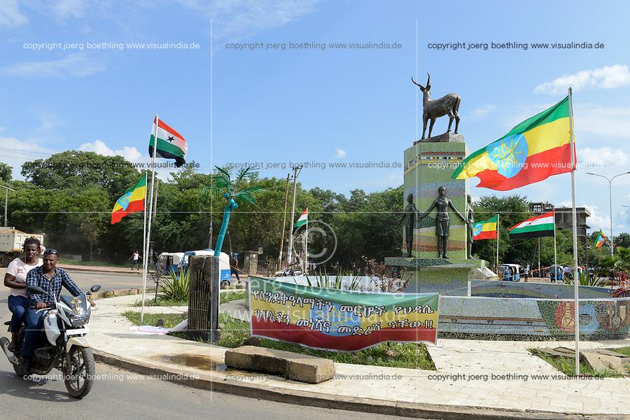 ETHIOPIA, Gambela, roundabout with animal sculpture and flags of Ethiopia and Gambela state / AETHIOPIEN, Gambela, Verkehrsinsel mit Tier Skulptur und aethiopischen Flaggen
