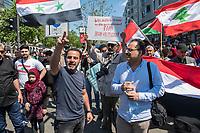 """Etwa 400-500 Menschen demonstrierten am Samstag den 1. Juni 2019 in Berlin mit dem sog. """"Al Quds-Marsch"""" gegen Israel. Alljaehrlich marschieren radikale Islamisten, Anhaenger der Hisbollah und der Diktatur im Iran zum Ende des islamischen Fastenmonats Ramadan durch Berlin und rufen zum Kampf gegen Israel auf. Sie wollen """"die Juden"""" aus Jerusalem (Quds) vetreiben und wollen Israel vernichten. Der """"Quds-Tag"""" wurde 1979 vom iranischen Revolutionsfuehrer Ayatollah Khomeini als politischer Kampftag etabliert, an dem weltweit fuer die Vernichtung Israels geworben wird.<br /> Dagegen protestierten fast 1.000 Menschen. Sie demonstrieren für Solidaritaet mit Israel und protestieren gegen jede Form von antisemitischer und islamistischer Propaganda in Berlin und forderten ein Verbot des Aufmarsches.<br /> Im Bild: Ein Demonstrant ruft Parolen gegen Israel.<br /> 1.6.2019, Berlin<br /> Copyright: Christian-Ditsch.de<br /> [Inhaltsveraendernde Manipulation des Fotos nur nach ausdruecklicher Genehmigung des Fotografen. Vereinbarungen ueber Abtretung von Persoenlichkeitsrechten/Model Release der abgebildeten Person/Personen liegen nicht vor. NO MODEL RELEASE! Nur fuer Redaktionelle Zwecke. Don't publish without copyright Christian-Ditsch.de, Veroeffentlichung nur mit Fotografennennung, sowie gegen Honorar, MwSt. und Beleg. Konto: I N G - D i B a, IBAN DE58500105175400192269, BIC INGDDEFFXXX, Kontakt: post@christian-ditsch.de<br /> Bei der Bearbeitung der Dateiinformationen darf die Urheberkennzeichnung in den EXIF- und  IPTC-Daten nicht entfernt werden, diese sind in digitalen Medien nach §95c UrhG rechtlich geschuetzt. Der Urhebervermerk wird gemaess §13 UrhG verlangt.]"""