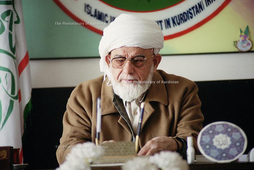 Iraq 2000<br /> Mollah Ali, leaderf of the Kurdish Islamic Movement in Iraq in his HQ of Halabja<br /> Irak 2000<br /> Mollah Ali, chef du mouvement islamique kurde d'Irak dans son bureau de Halabja
