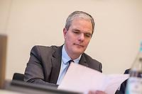 """8. Sitzungstag des 1. Untersuchungsausschusses """"Terroranschlag Breitscheidplatz"""" am Freitag den 5. Januar 2018.<br /> Als Zeugen fuer die 8. Sitzung des sog. """"Amri-Untersuchungsausschuss"""" des Berliner Abgeordnetenhaus waren Behoerdenmitarbeiter aus Nordrhein-Westfalen, der Berliner Auslaenderbehoerde und dem Bundesinnenministerium geladen. Film-, Foto- und Tonaufnahmen von den Zeugen waren untersagt.<br /> Der Amri-Untersuchungsausschuss will versuchen die diversen Unklarheiten im Fall des Weihnachtsmarkt-Attentaeters zu aufzuklaeren.<br /> Im Bild: Burkard Dregger, Ausschussvorsitzender, CDU.<br /> 5.1.2018, Berlin<br /> Copyright: Christian-Ditsch.de<br /> [Inhaltsveraendernde Manipulation des Fotos nur nach ausdruecklicher Genehmigung des Fotografen. Vereinbarungen ueber Abtretung von Persoenlichkeitsrechten/Model Release der abgebildeten Person/Personen liegen nicht vor. NO MODEL RELEASE! Nur fuer Redaktionelle Zwecke. Don't publish without copyright Christian-Ditsch.de, Veroeffentlichung nur mit Fotografennennung, sowie gegen Honorar, MwSt. und Beleg. Konto: I N G - D i B a, IBAN DE58500105175400192269, BIC INGDDEFFXXX, Kontakt: post@christian-ditsch.de<br /> Bei der Bearbeitung der Dateiinformationen darf die Urheberkennzeichnung in den EXIF- und  IPTC-Daten nicht entfernt werden, diese sind in digitalen Medien nach §95c UrhG rechtlich geschuetzt. Der Urhebervermerk wird gemaess §13 UrhG verlangt.]"""