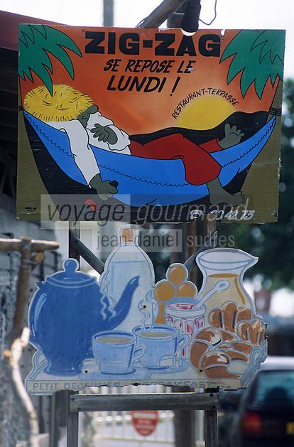 Europe/France/DOM/Antilles/Petites Antilles/Guadeloupe/Saint-François : Détail enseigne et porte-menu d'un restaurant