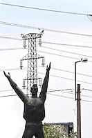 Ungheria, Budapest, Szoborpark, il cimitero delle statue sovietiche Hongrie, le cimetière de statues soviétiques<br /> Hungary, the cemetery of Soviet statues progettato nel 1993 dall'architetto  Eleod Akos junior<br /> Soviet Heroic Memorial by sculptor Viktor Kallo from 1965